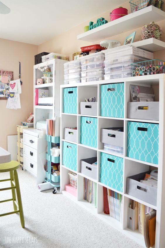 libreria e scaffali per organizzare angolo craft