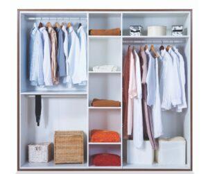 cabina armadio a giorno ben organizzata