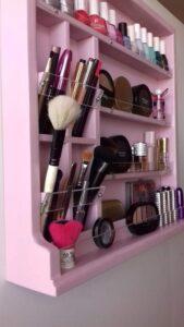 bacheca porta cosmetici