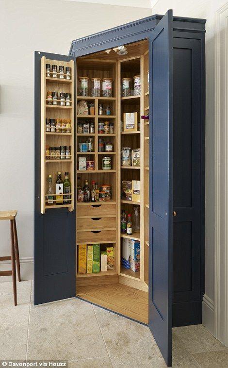 organizzare la dispensa in un armadio
